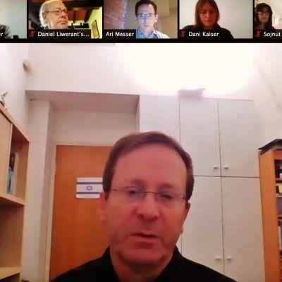 Isaac Herzog, jefe de la Agencia Judía para Israel, dialoga con líderes comunitarios latinoamericanos