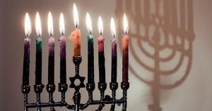 Janukiá con las velas encendidas