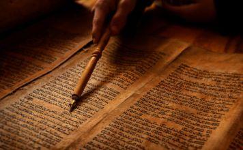 Nadia Cattan nos explica en este video los orígenes del judaísmo, así como el origen de la primera religión monoteísta de la historia.