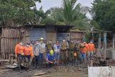 La delegación de 15 expertos israelíes juntos a voluntarios trabajando en Honduras.