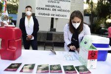 Personal médico alista insumos para aplicación de la vacuna contra Covid-19 en la Ciudad de México.