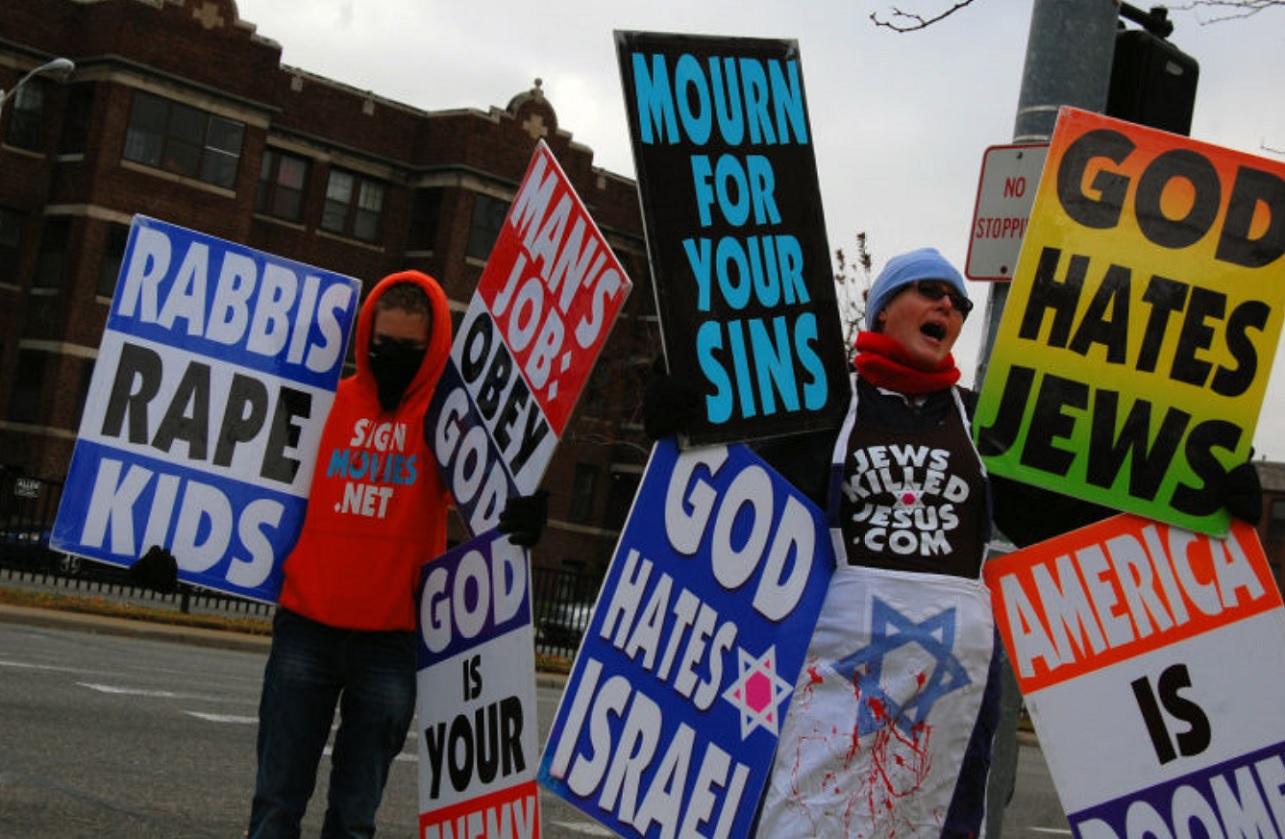 Activistas antisemitas en una calle de Estados Unidos