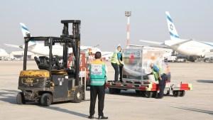 Lote de vacunas contra COVID-19 de Moderna en el Aeropuerto Ben-Gurión de Israel