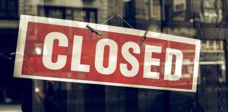 Anuncio de cerrado en una tienda