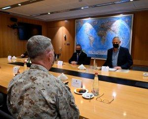 Benny Gantz, se reunió con el comandante del Comando Central de EE. UU., el general Kenneth F. McKenzie en Tel Aviv.