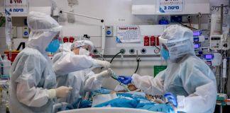 Personal médico en el área COVID-19 de un hospital de Israel