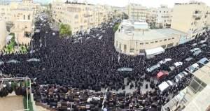 Ultraortodoxos en un funeral en Jerusalén