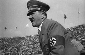 El 1ero de agosto de 1936 las olimpiadas se inauguraron en Berlín, la antorcha se encendió y Hitler dio el discurso inaugural ante 100 mil espectadores