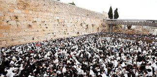 El muro de los lamentos es el sitio más representativo e importante para el judaísmo, y uno de los lugares más visitados por el turismo que viaja a Israel