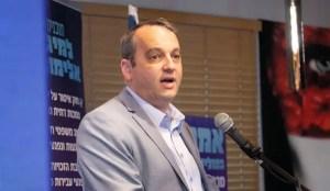Rabino reformista, Gilad Kariv