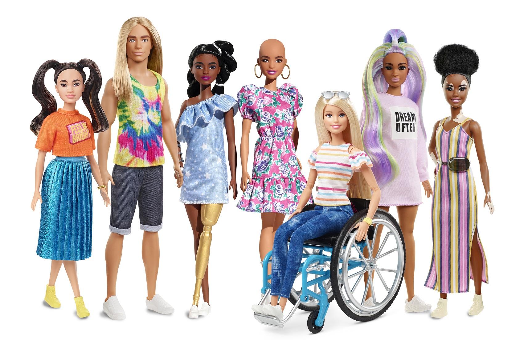 Barbie, la muñeca que ha inspirado a las niñas durante décadas, enseñando lecciones sobre identidad, empoderamiento cumple hoy 62 años.
