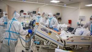 Enfermeros del área COVID-19 de un hospital en Israel