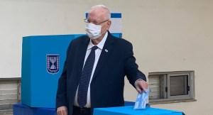 Reuven Rivlin votando