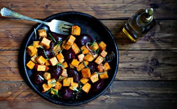 Esta receta de betabel y camote asados pone en tu mesa hermosos colores, una guarnición de verduras fácil de preparar e ideal para Pésaj