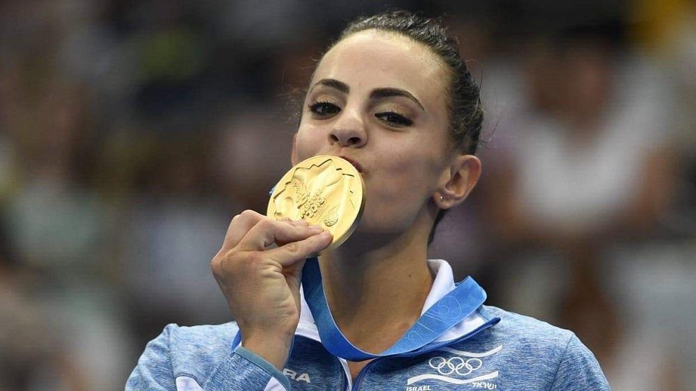 La gimnasta rítmica israelí Linoy Ashram ganó una medalla de oro el sábado en la competencia de la Copa del Mundo en Bulgaria