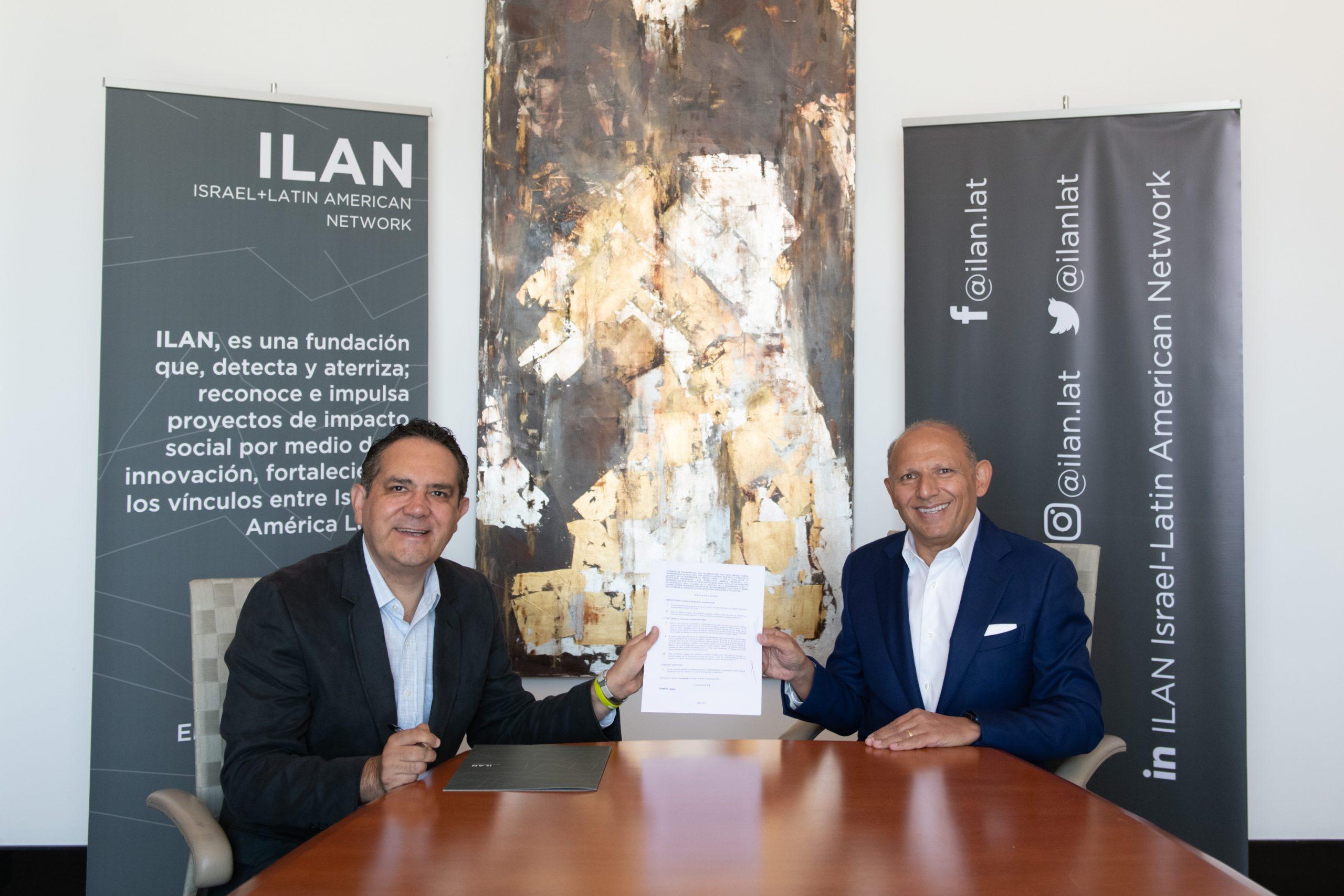 Isaac Assa y Genaro Hurtado en la firma de la alianza entre ambas instituciones.