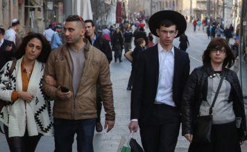 Israelíes en una calle de Jerusalén