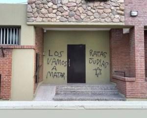 Pintas antisemitas fueron descubiertasen las instalaciones de la Asociación Israelita de Bahía Blanca, en Argentina.