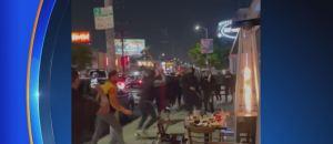Dos hombres judíos que cenaban afuera de un restaurante en Los Ángeles, fueron atacados por miembros de una caravana pro palestina