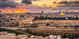 No me siento cómodo en Jerusalén. La ciudad me hace sentir que no soy digno de pisar las mismas piedras que tantos personajes históricos y bíblicos