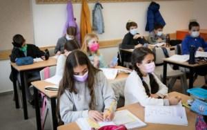 Uso de cubrebocas contra COVID-19 en escuelas de Israel