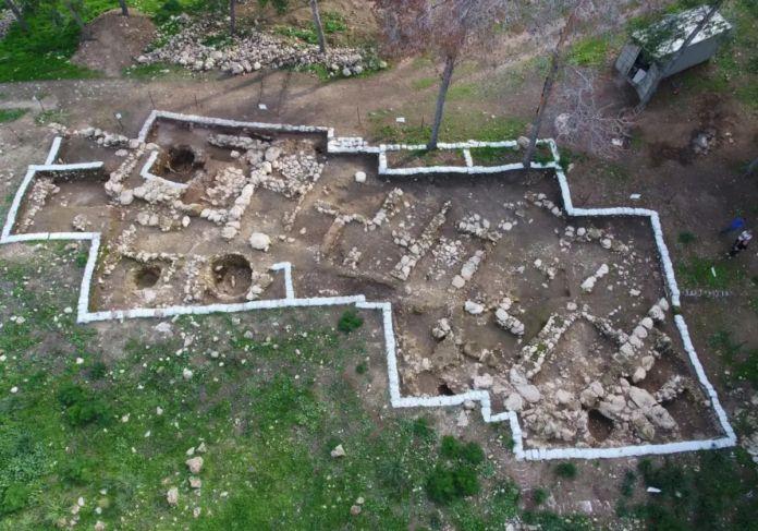 Vista aérea de excavación arqueológica