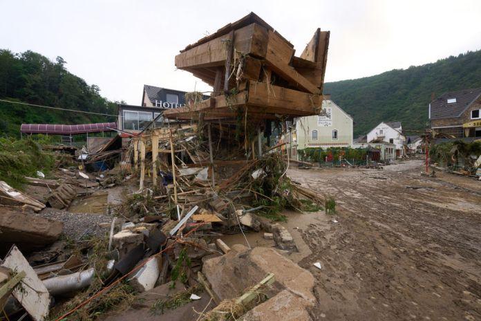 15 de julio de 2021, Renania-Palatinado, Altenahr: Numerosos edificios en Altenahr resultan dañados por la tormenta. Las fuertes lluvias provocaron inundaciones extremas.