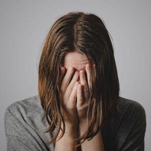 Mujer llorando. Tishá B'Av