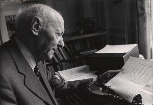 Singer recibió el Premio Nobel de Literatura en 1978, el único escritor en yiddish que recibió el honor, otorgado por su apasionado arte narrativo