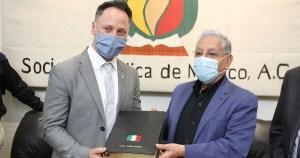 La Embajada de Israel en México y la ECIJ entregaron un reconocimiento a Julio Splinker, director de la SBM por su dedicada labor a favor del Estado Judío