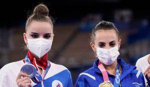 La gimnasta rusa Dina Averina salió en defensa del Ashram Linoy de Israel, instando a los usuarios de Internet a dejar de acosarlas a ambas