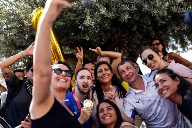 Reciben en Israel al medallista de oro Artem Dolgopyat