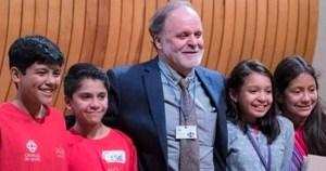 alejandro frank con los pequeños científicos de Pauta