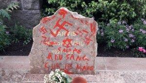 Vandalizan con esvásticas monumento memorial de la sobreviviente del Holocausto y ex ministra Simone Veil , informó la policía de Francia