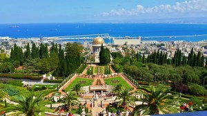 Haifa es una ciudad portuaria situada al norte de Israel. En sus calles podemos ver la coexistencia pacífica de 3 religiones monoteístas