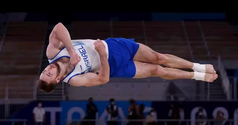 Artem Dolgopyat durante su ejercicio de piso con el que ganó la medalla de oro