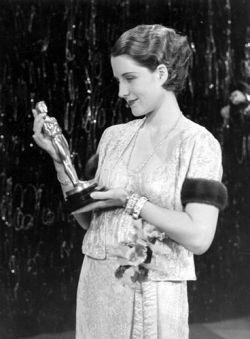 Norma Shearer recibiendo Óscar