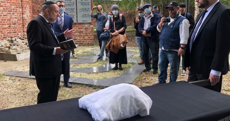 Ceremonia fúnebre de restos judíos del gueto de Varsovia