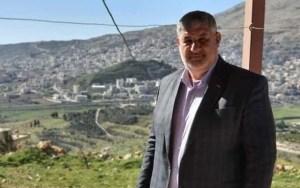 Medium shot de Midhat as-Saleh (Channel 13 news screenshot)