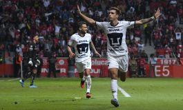 Doblete de argentino Dinenno da triunfo y liderato a Pumas