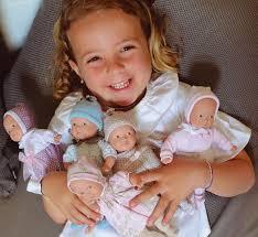 Niñas tienden a preferir muñecas