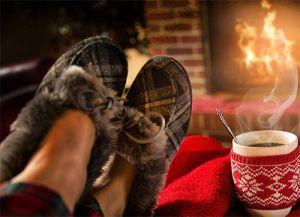 Descansando ante el fuego del hogar