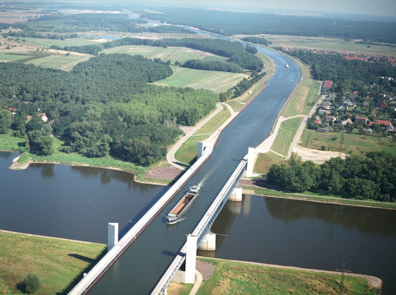 Incroyable Magdeburg-Water-Bridge