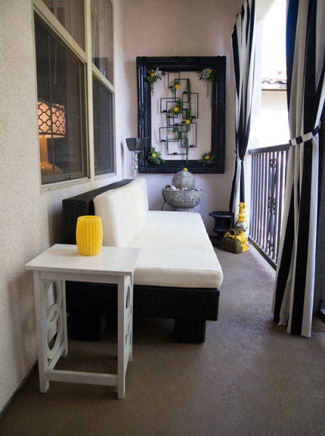 1179655-650-petit balcon