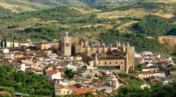 guadalupe-panoramica-carlos-criado-2007-c-turismo-extremadura.jpg_1306973099