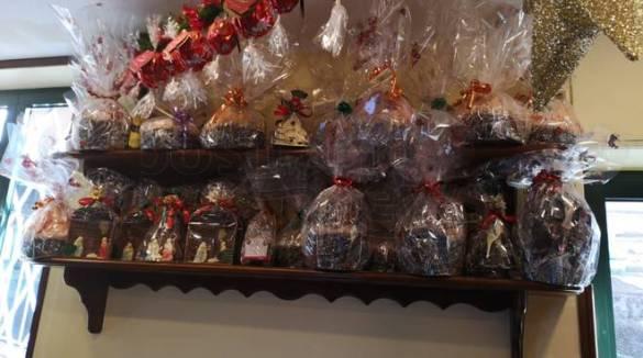 """Meta. Il Bar Romano è pronto per un """"dolce"""" Natale con i meravigliosi panettoni"""
