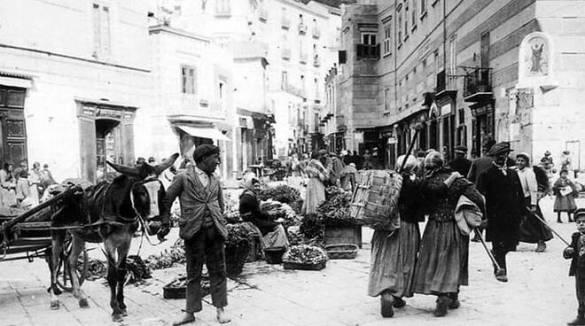 Amalfi. Il mercato un secolo fa