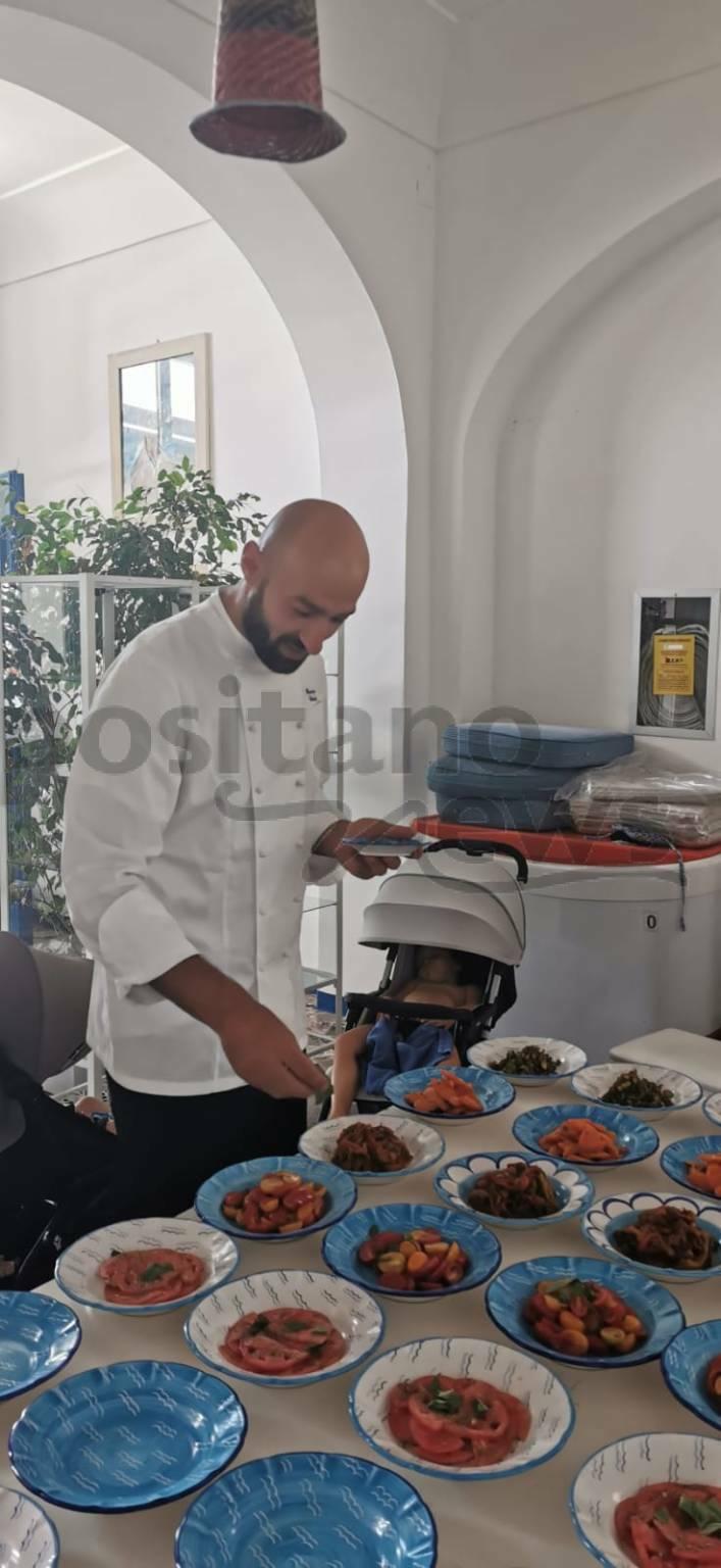 """Positano. A Villa Treville lo chef Vincenzo Castaldo all'opera per il pranzo di """"Quasi Ferragosto"""""""