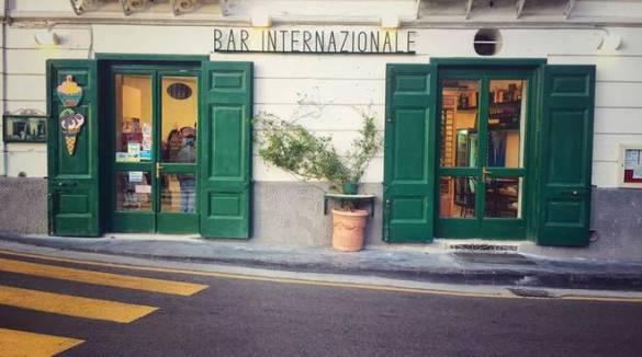 """Positano, i dubbi dei locali per il Green Pass. Bar Internazionale """"Pensiamo anche a fare solo asporto, è un obbligo pesante per i gestori"""""""