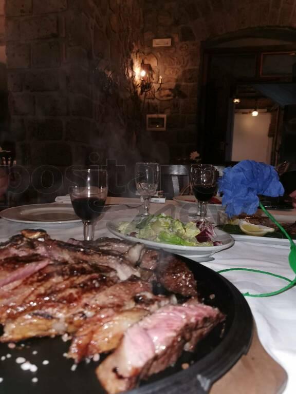 """Sorrento, al ristorante """"Le Grottelle"""" per gustare un'ottima tagliata di carne e tanti prodotti di prima qualità"""